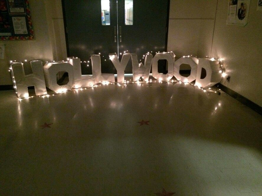 Diy Hollywood Sign Cardboard Paper Glue Lights 03 10 2016 Liuneytoones 201 Hollywood Theme Party Decorations Hollywood Party Theme Hollywood Theme