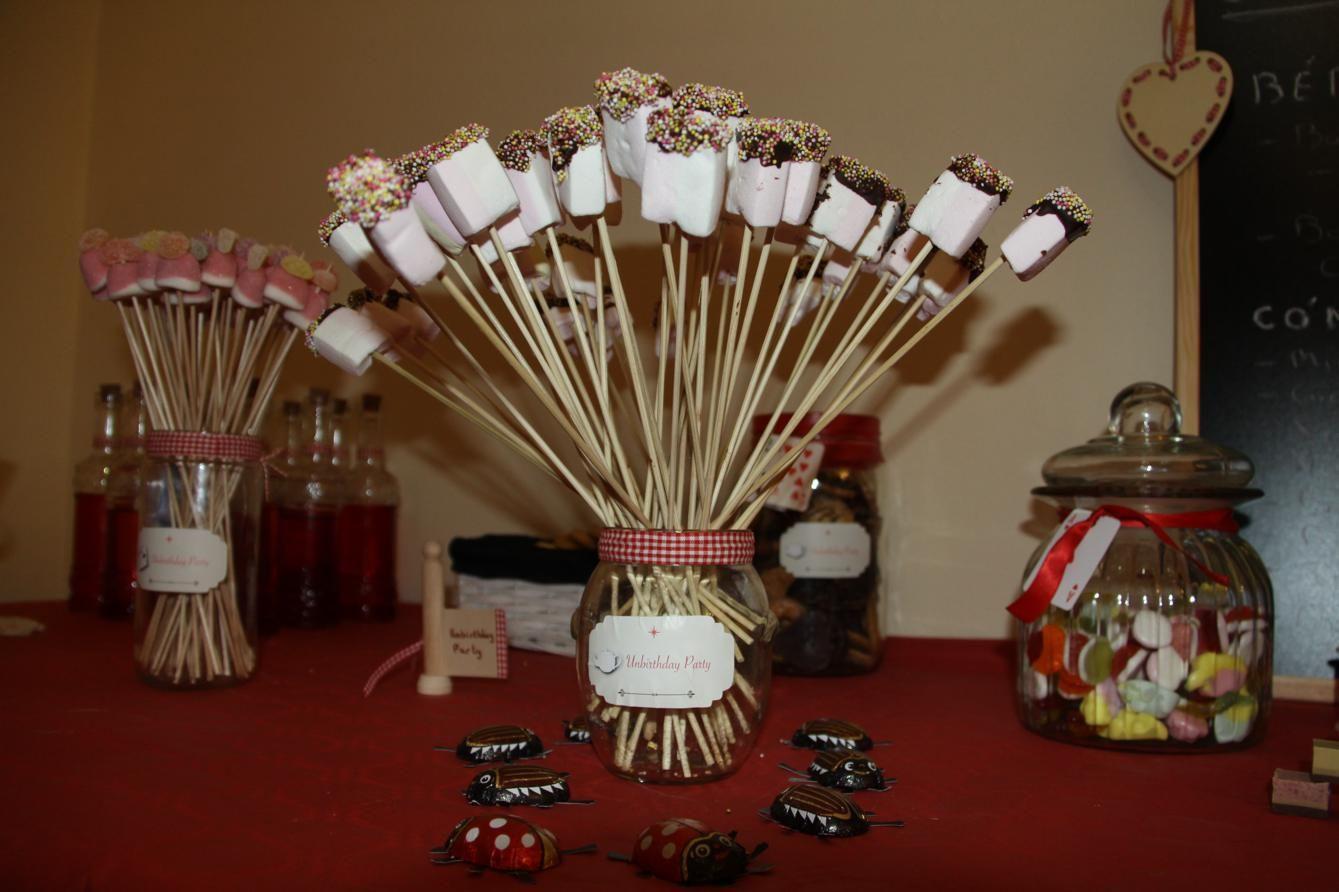 Ramos de nubes con topping de chocolate y bolitas de de azúcar