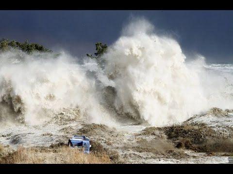 Indian Ocean Tsunami Waves Stock Photos & Indian Ocean Tsunami ...