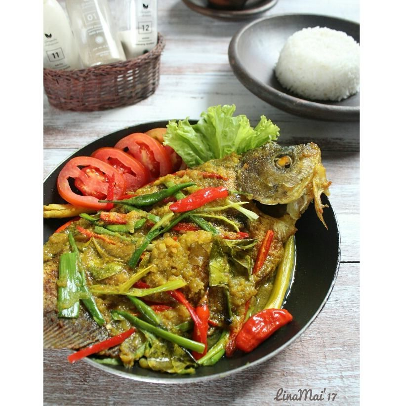 Hari Ini Saya Masak Pesmol Ikan Sekalian Ikutan Emakuchallenge Dengan Tema Masakan Khasindonesia Pesmol Ikan Ini Mirip Dengan Acar Sayuran Masakan Timun