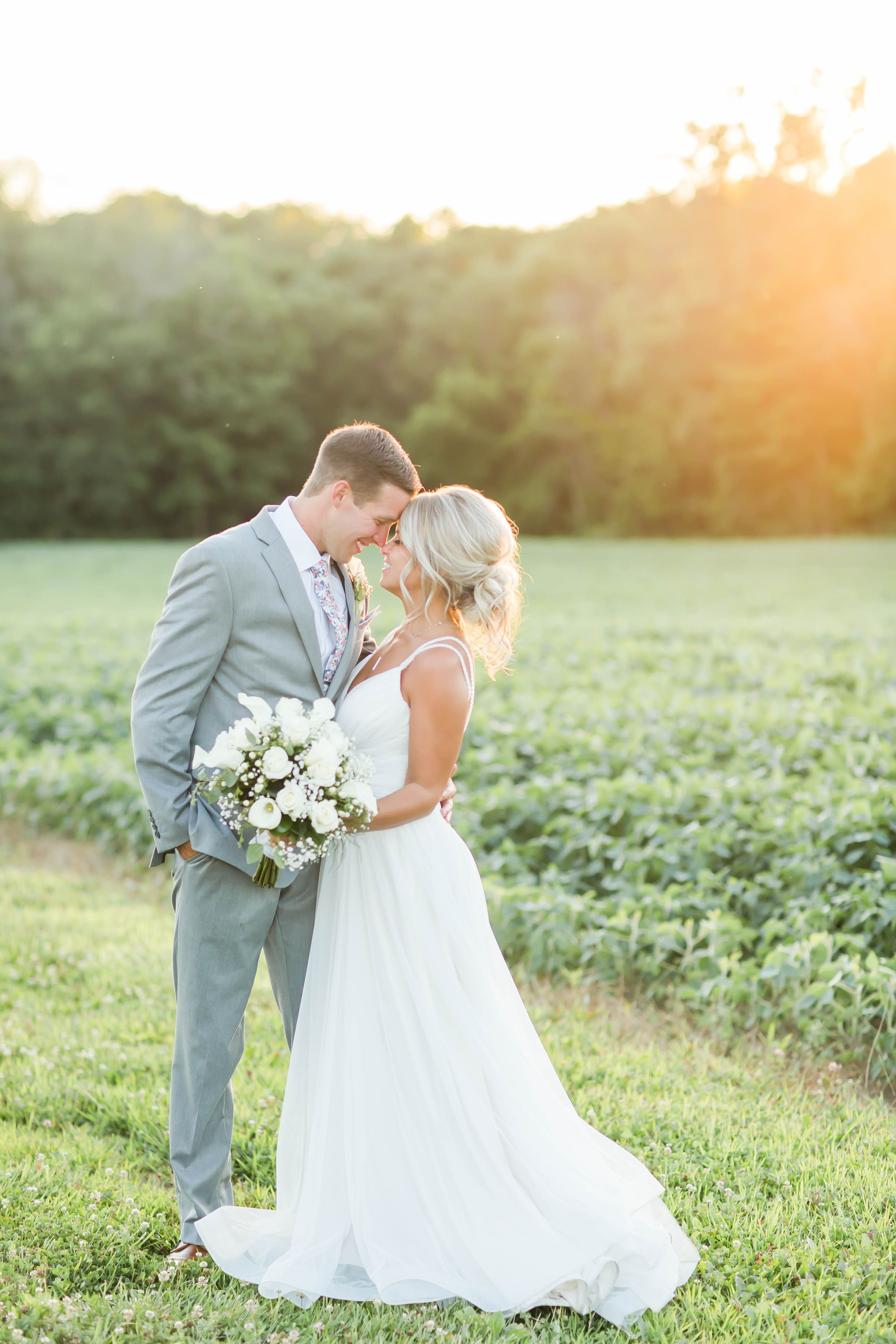 Outside Wedding Ceremony With A First Look At Peacock Ridge Loren Jackson Photography This Blog Featur Ohio Wedding Photographer Summer Wedding Ohio Wedding