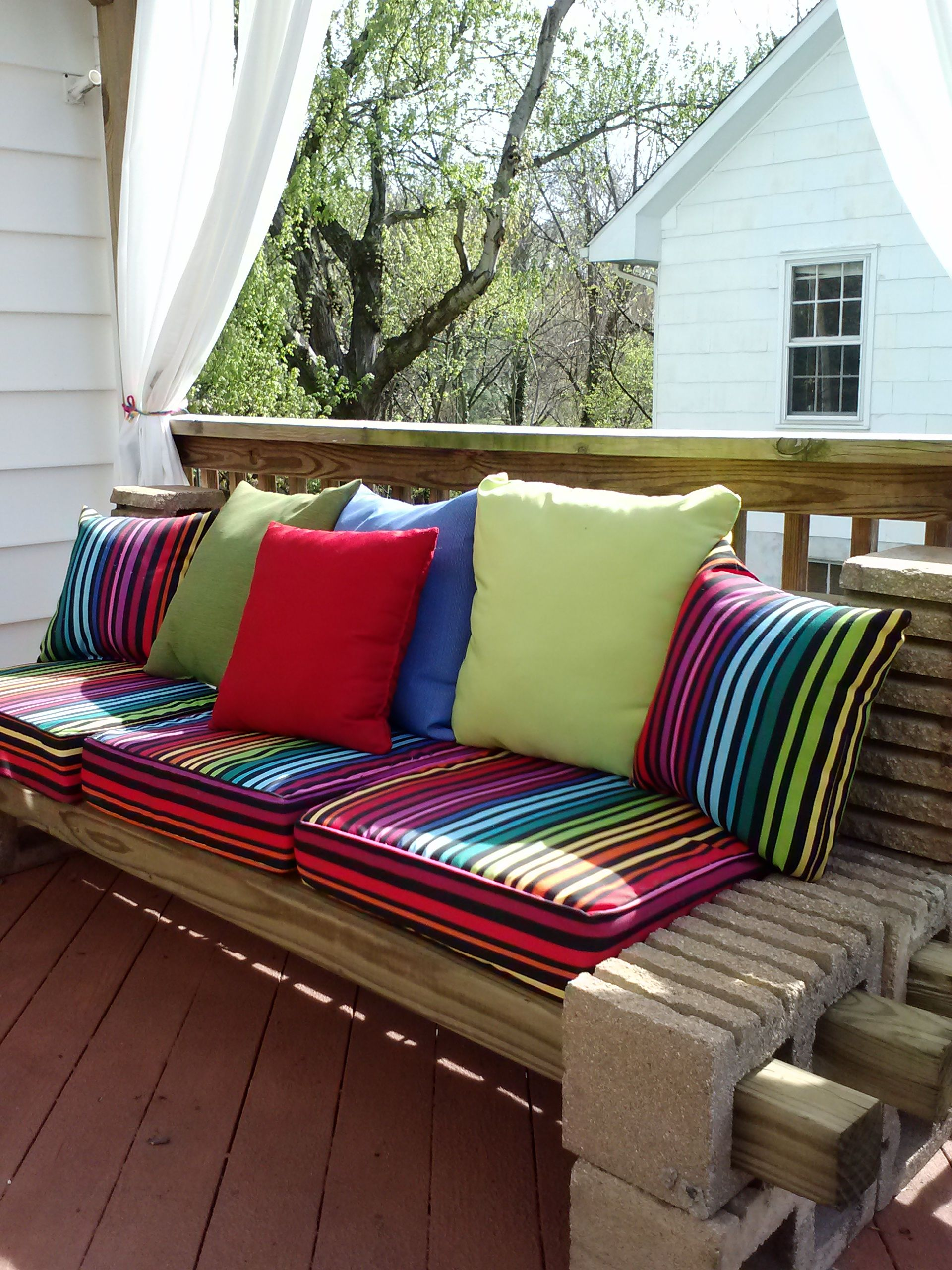 Diy patio furniture cinder blocks - Cinder Block And Bench With Cushions Added Great For Side Patio