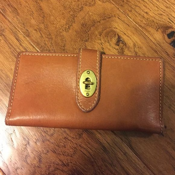 Leather fossil wallet Used but still in great shape Fossil Bags Wallets