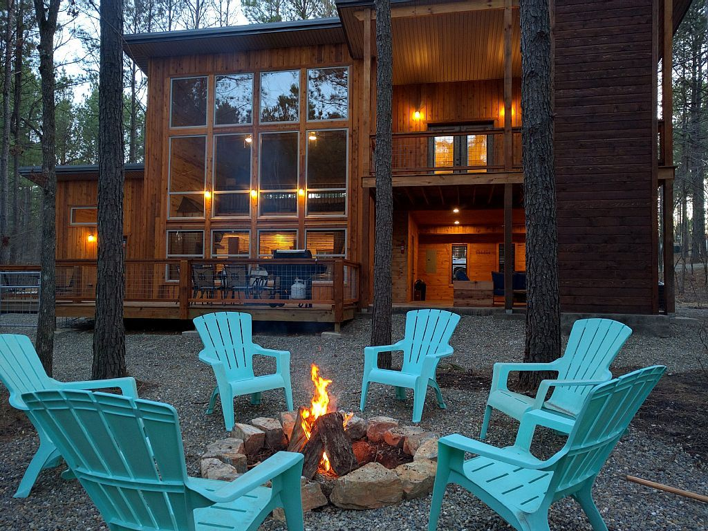 Vrbo Com 814006 The Driftwood New Modern Rustic Luxury 3 Fireplaces Hot Tub 1 000 Sqft Patio Luxury Rentals Broken Bow Cabins Cabin Vacation