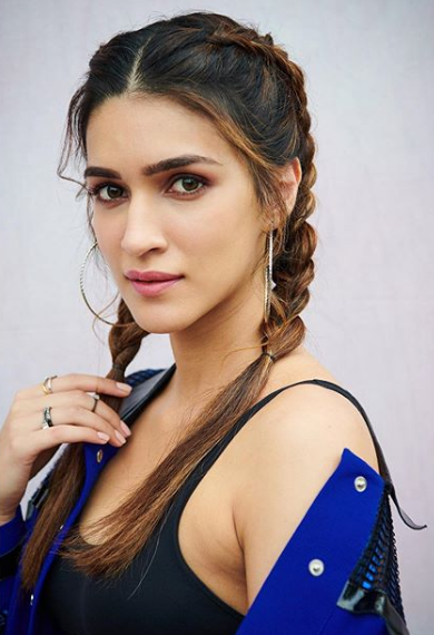 22 Hairstyles For Girls At Home In 2020 Actress Hairstyles Beauty Full Girl Most Beautiful Indian Actress