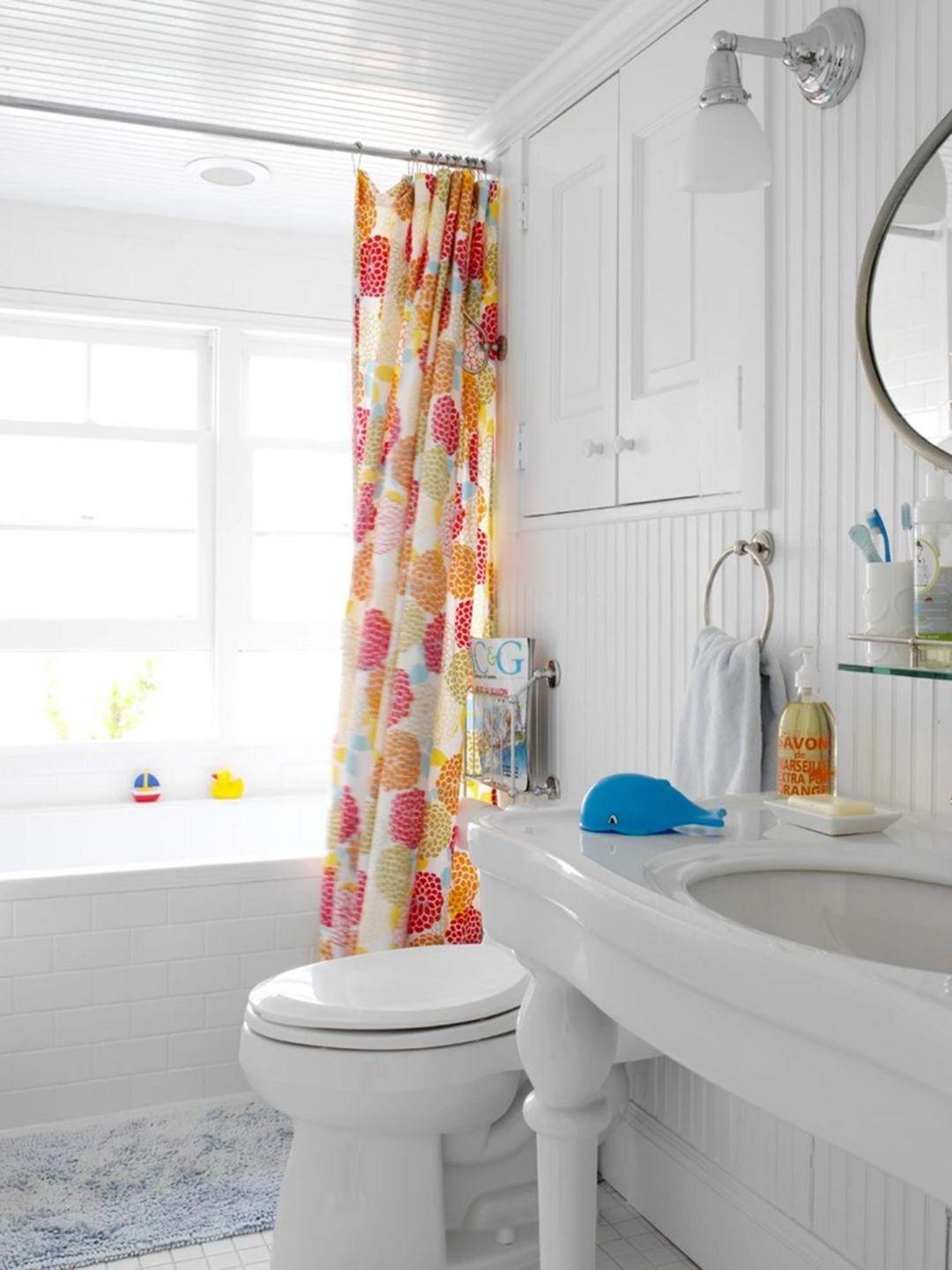 10 Beautiful Bathroom Curtain Ideas For