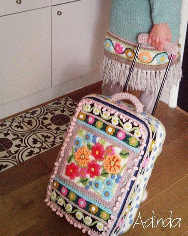 Ik ga op #reis en neem mee......mijn #gehaakte koffer natuurlijk! #crochetdesign #crochet #crochetart #haken #bohemian #hippychic #flowerpower #happycollors