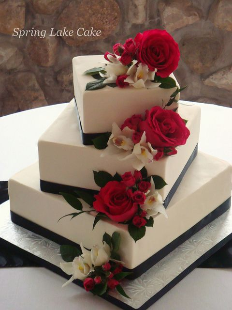 square wedding cakes with fresh flowers floral cascade wedding cake wedding cakes 20421