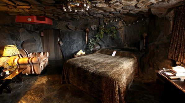 Caveman Room At The Madonna Inn Pink Dining Rooms Interior Design Living Room Trending Decor