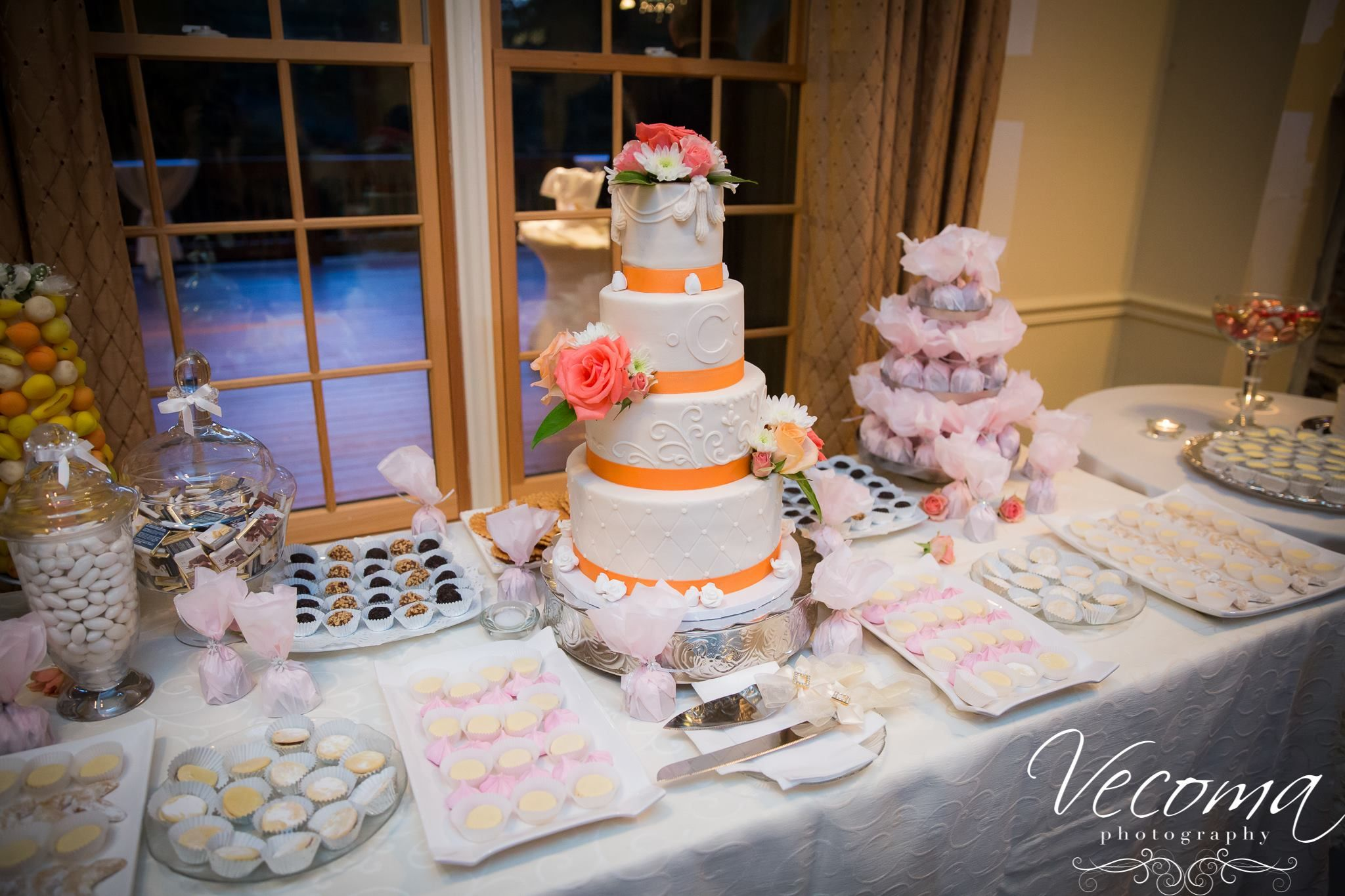 This sweet #dessertbar is deliciously tempting for guests!