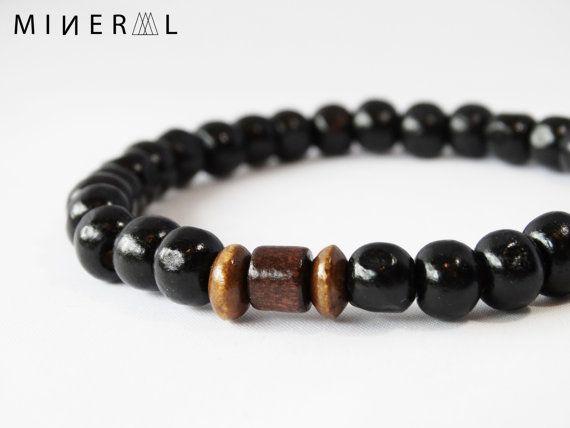17e506dba76a Bracelet pour homme en billes de bois par MNRL sur Etsy Plus