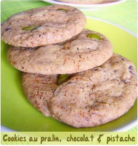 Cookies au pralin, pépites de chocolat et pistache. Miam miam. S'étale bien.