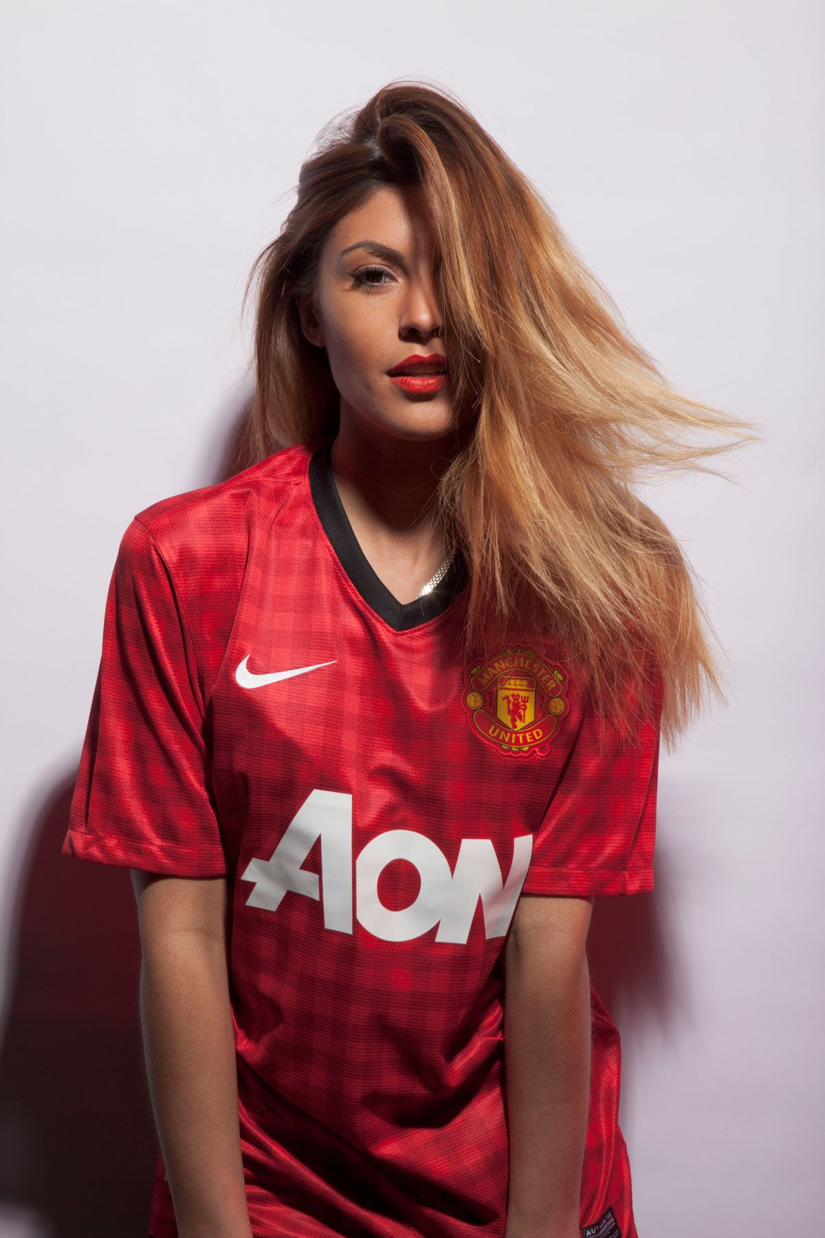 new concept 16e54 5c65d Manchester United girl wearing the checkered home jersey 12 ...