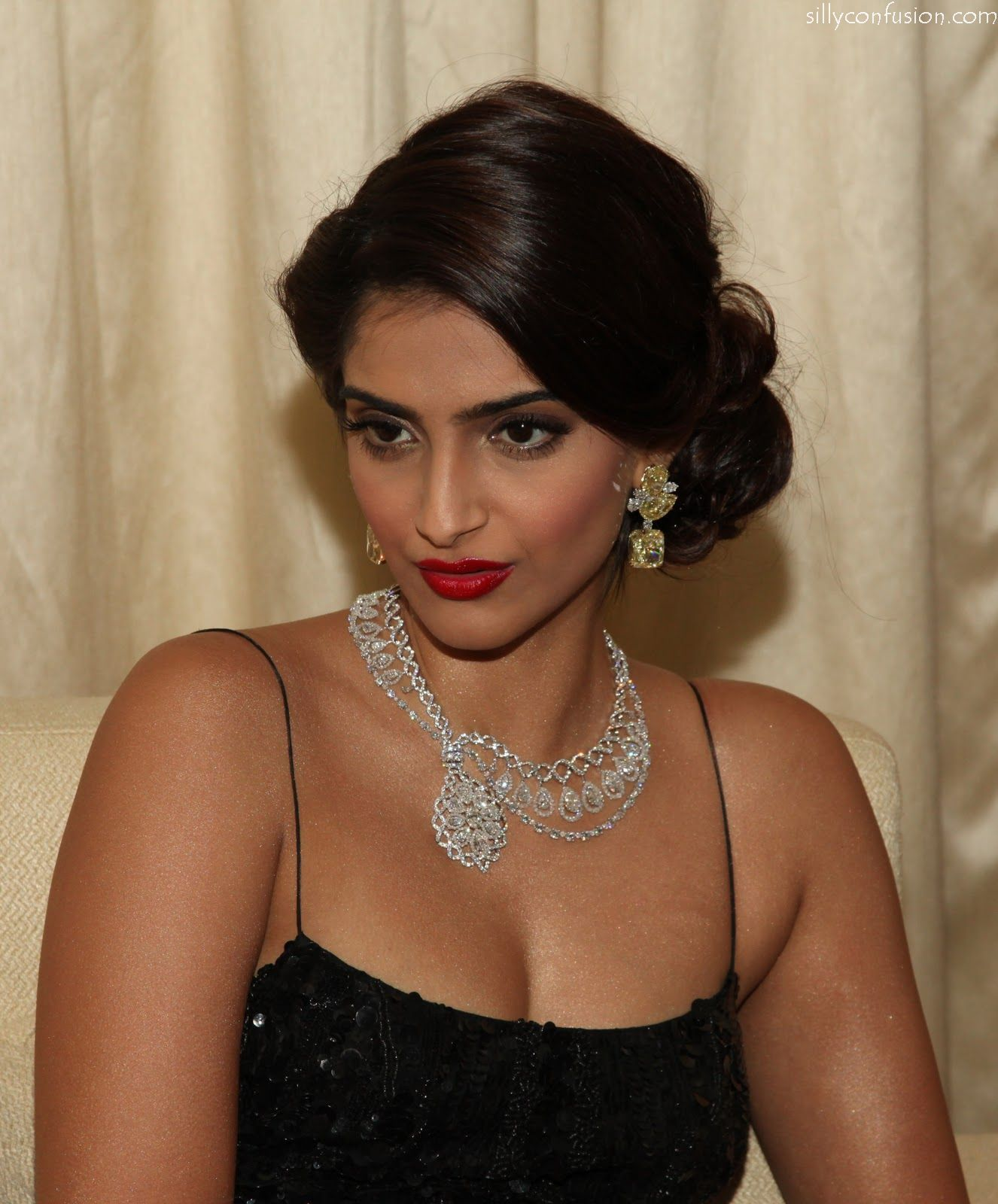 Wedding Hairstyles Games: Born In Film Personality's Family, Sonam Kapoor Is One Of