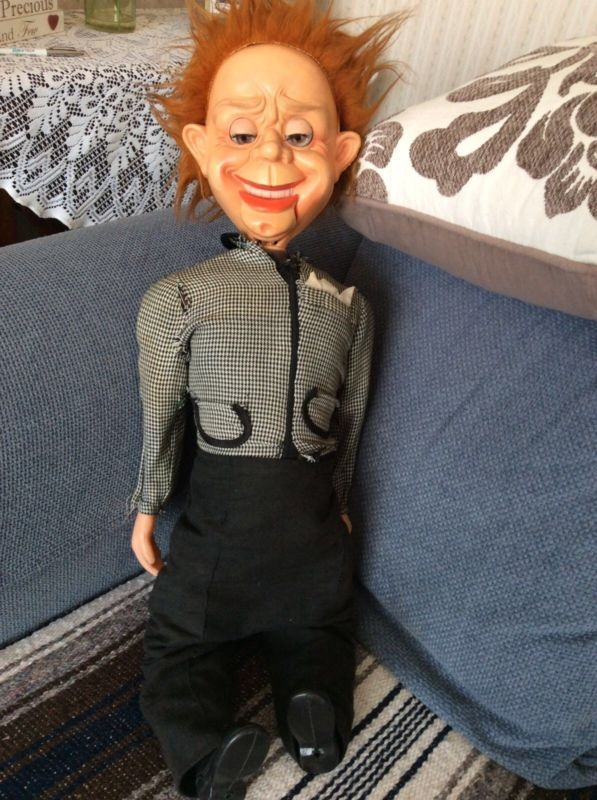 Mr Parlanchin Ventriloquist Dummy  http://puppet-master.com - THE VENTRILOQUIST ASSISTANT