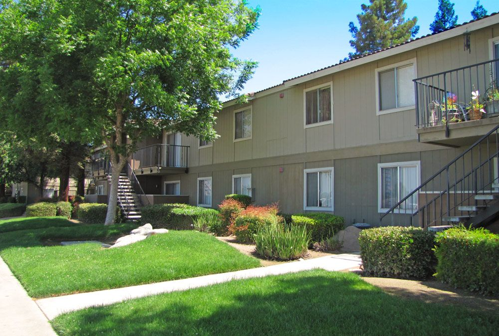 Enjoy A Relaxing Summer At Courtyard Central Park Apartments In Fresno Ca