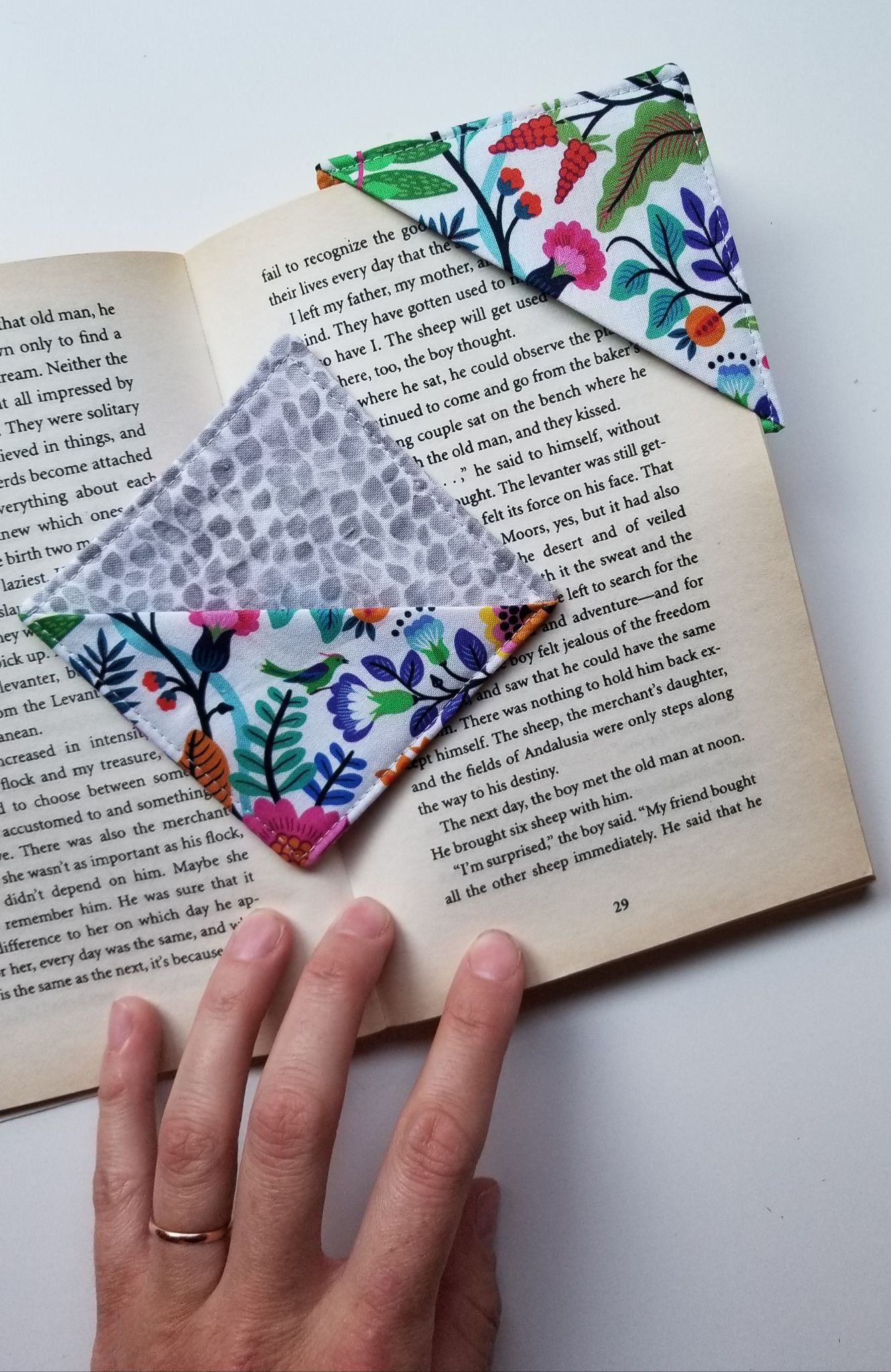 How To Make Quick & Easy Fabric Book Marks -