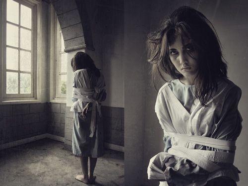 Концептуальная девушка модель работы фотосессия в индейском стиле