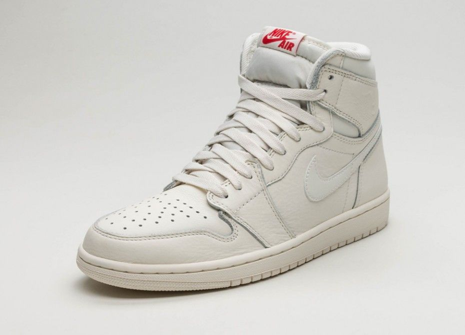 Nike Air Jordan 1 Retro High OG (Sail / University Red)