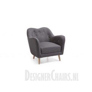KAMIN - Laforma-Kave armleuning fauteuil gestoffeerd in het grijs. Gecapitonneerde rugleuning. De pootjes zijn van naturel beukenhout.