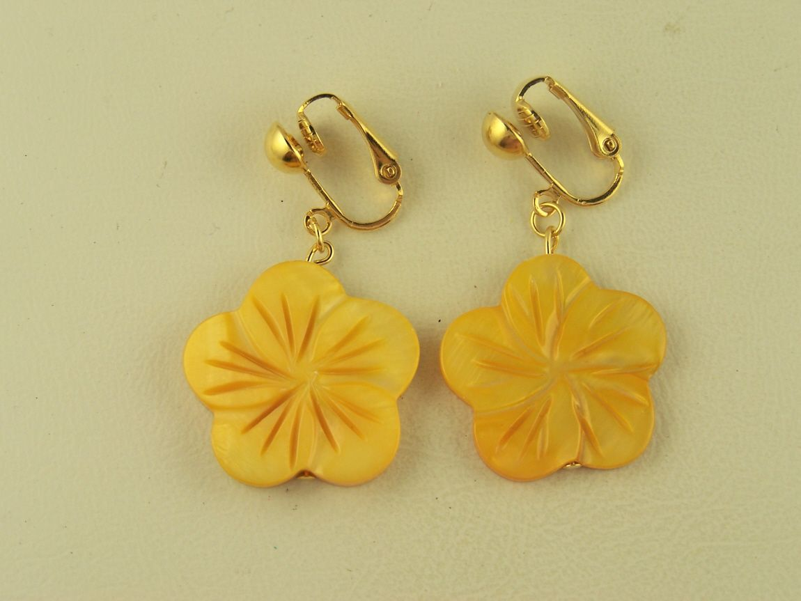 Ocean Yellow Carved Flower Shell Clip On Earrings Tropical Clip On