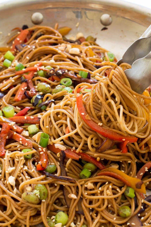 Easy Rainbow Vegetable Noodle Stir-Fry - Chef Savvy #healthyweeknightmeals