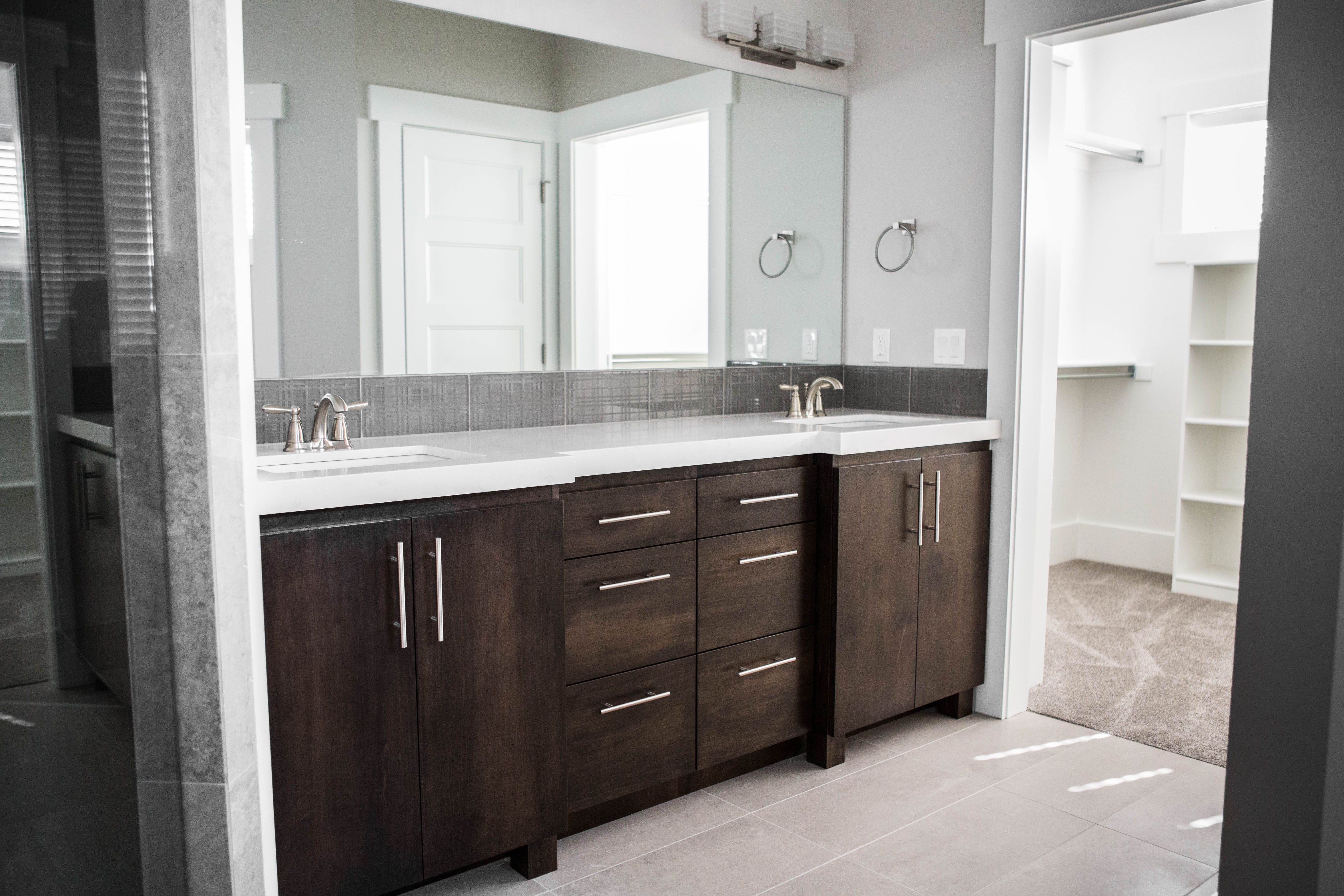 master bathrooms with big walk in closets are dreamyyy