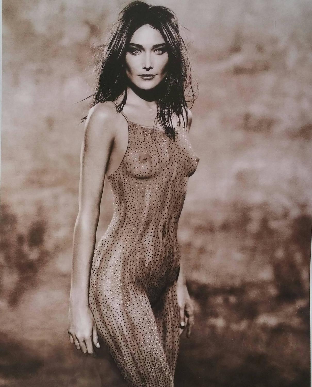 Nude photo of carla bruni #2