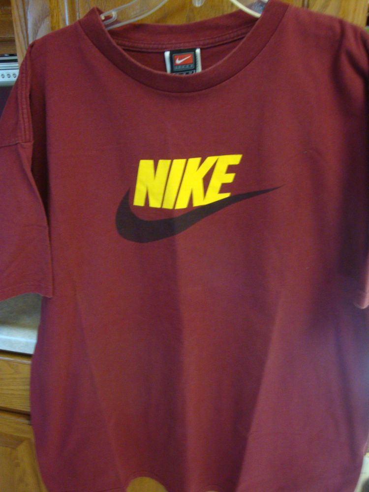 xl t shirt and nike shorts