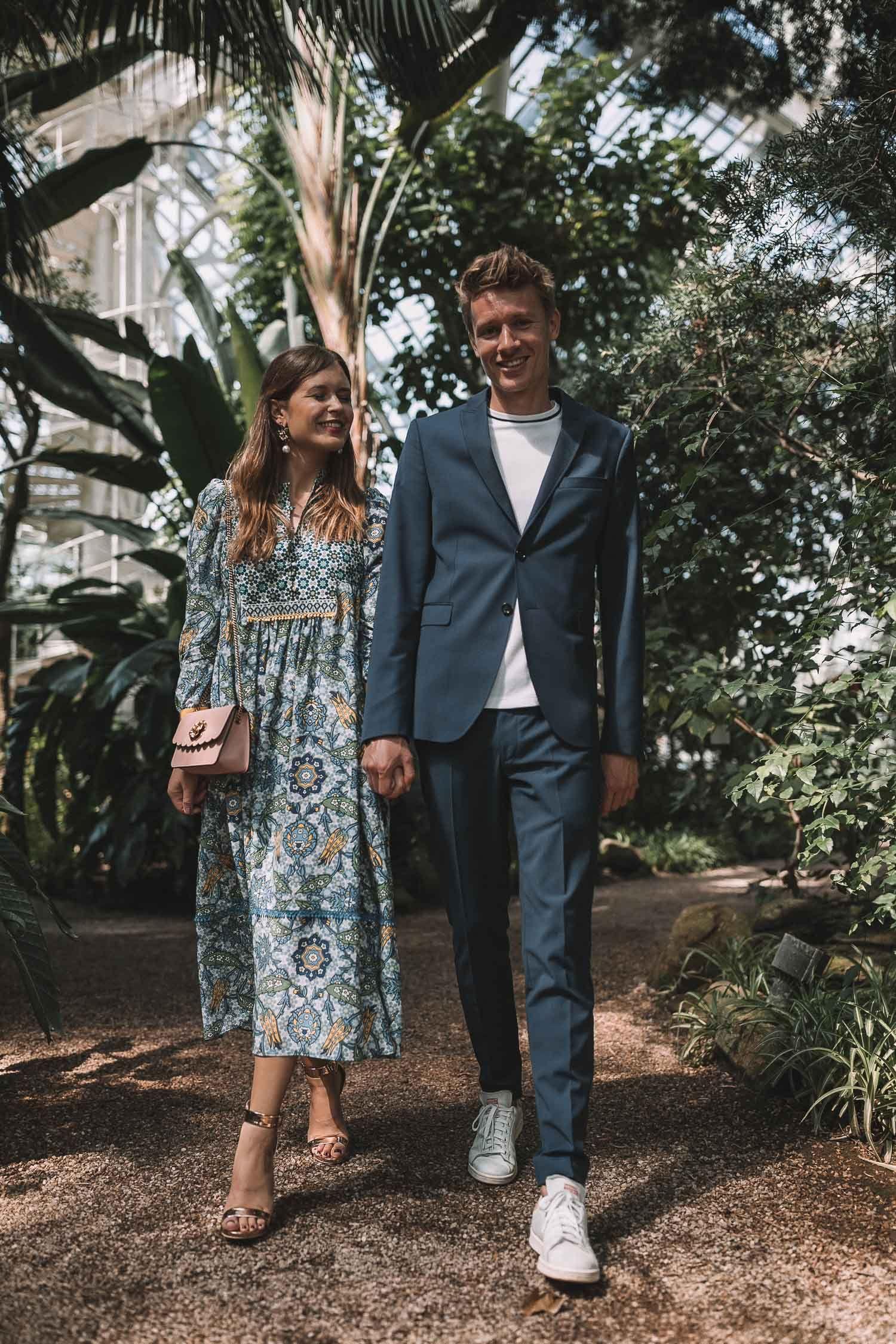e7f6ad852a9e34 Outfit-Ideen für eine Sommerparty - Couple Look mit Weekend Max Mara Kleid  und dunkelblauem