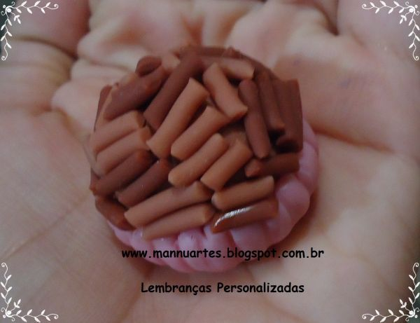 Brigadeiro de Biscuit (Chaveiro) - Loja de mannuartes