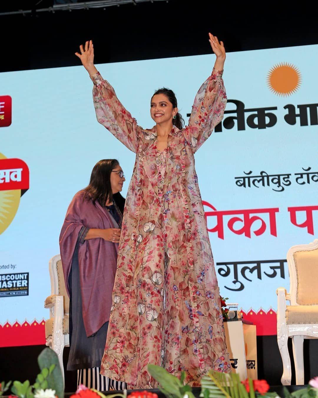 Watch Deepika Padukone Gracefully Dances To Nagada Sang Dhol At Dainik Bhaskar Utsav In Jaipur Today Hungryboo Fashion Clothes Women Deepika Padukone Bollywood Fashion