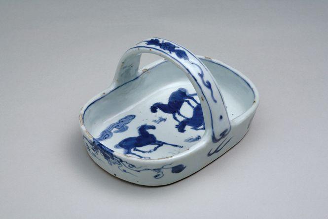 古染付三馬図手鉢(中国・明時代・17世紀)高112mm 長径190mm