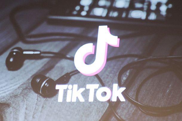 Tik Tok App Logo Aesthetic Iphone Wallpaper Tumblr Aesthetic App Logo Cute Emoji Wallpaper