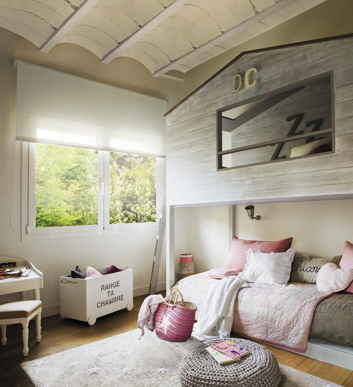 A double height house in the bedroom
