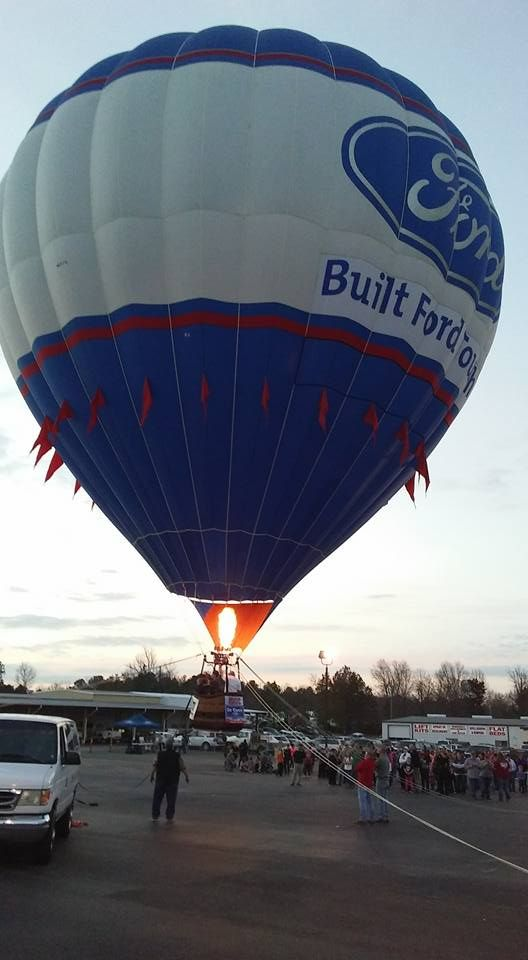 tethering a crowd of nearly 200 at de queen ford de queen ford balloons pinterest