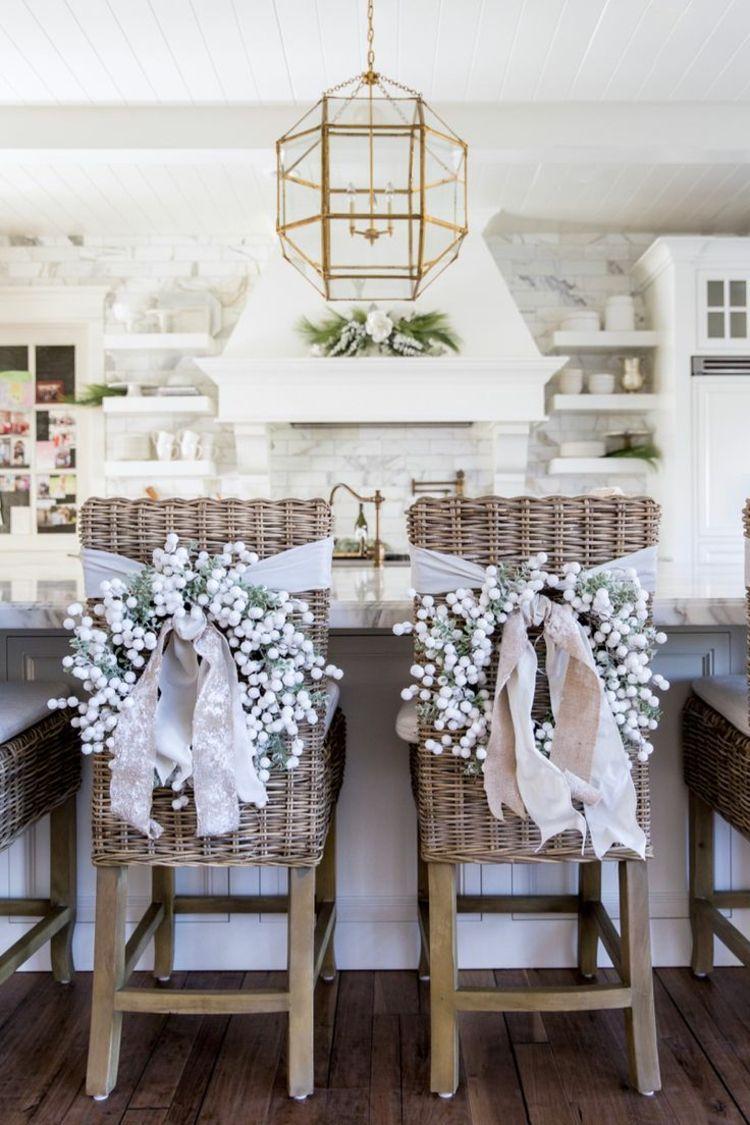 weihnachtlich Küche dekorieren stühle weihnachtskränze barhocker ...