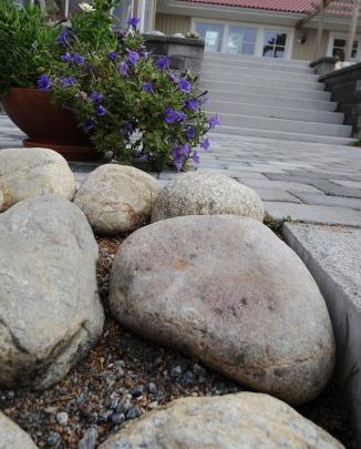 stora stenar till trädgård