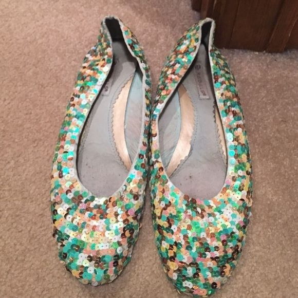 green sequin flats size 7 fun green and gold sequin flats size 7 from a boutique no name brand Shoes Flats & Loafers