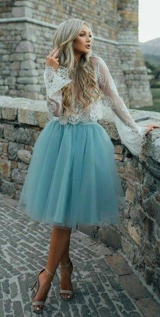 a3311daec Look de moda: Blusa de manga larga de encaje blanca, Falda campana ...