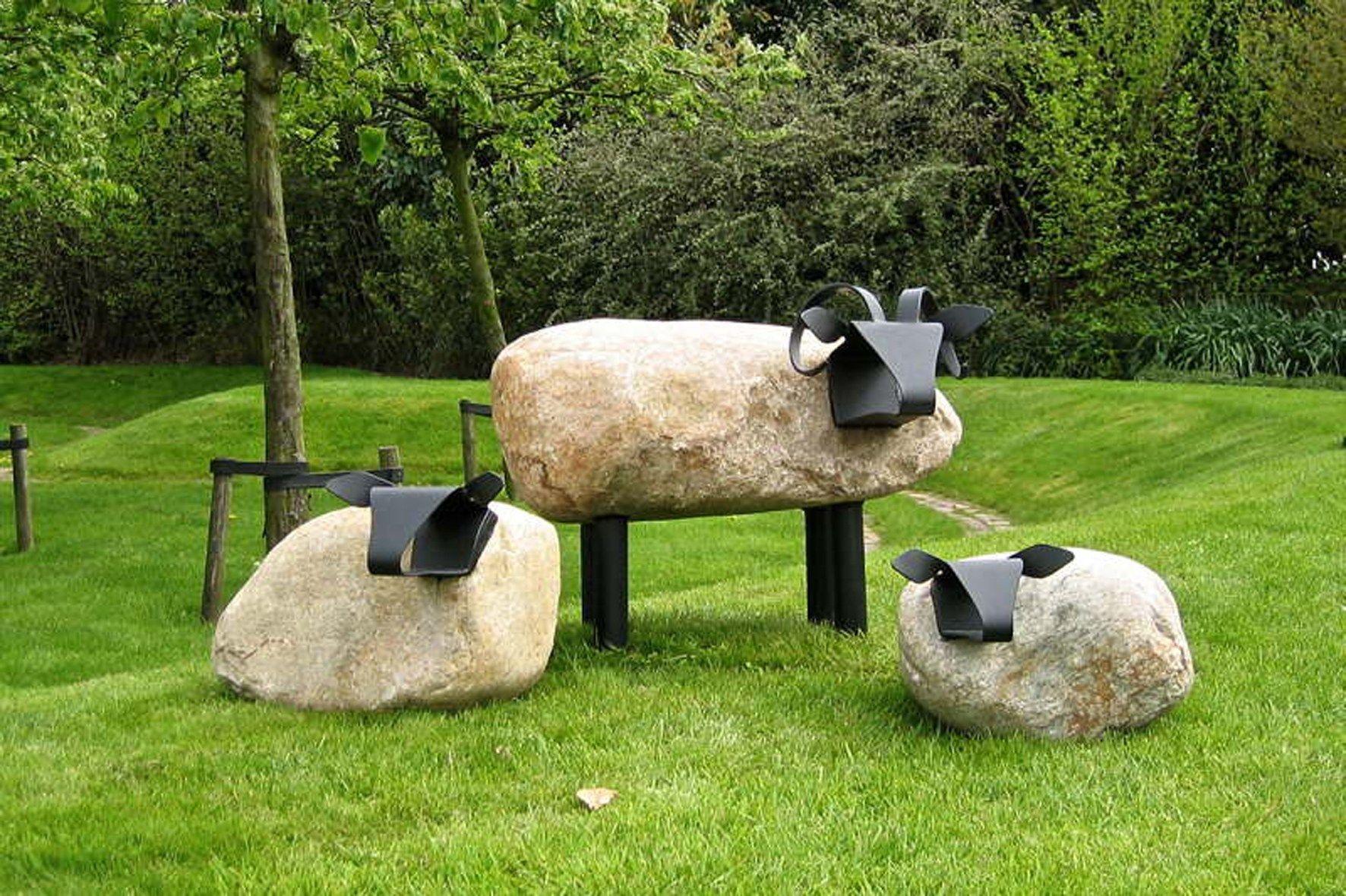 Betonnen Tuinbeelden Schaap.Schapen Uit Steen En Metaal Stenen Schroot Kunst En Tuinkunst