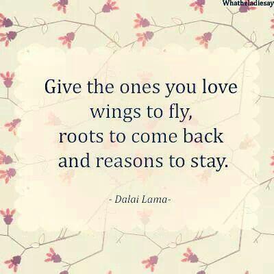 Daj tomu, koho miluješ krídla na lietanie, korene, aby sa vrátil a dôvody, prečo ostať. #citátyodDalaiLamu #citátyprešťastie