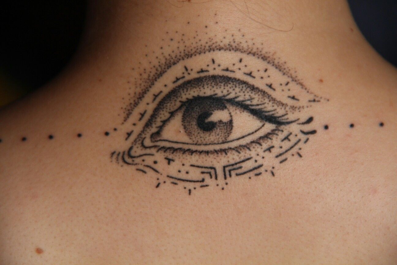 Eye tattoo back neck pokedottattoo handpoked realistic