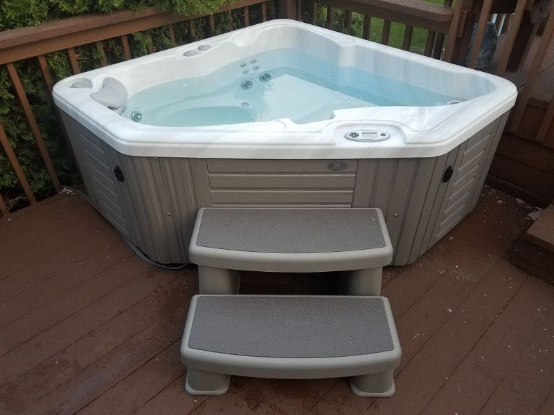 New Vs Used Hot Tubs Pros And Cons Hot Tub Shopping Luxury Spa
