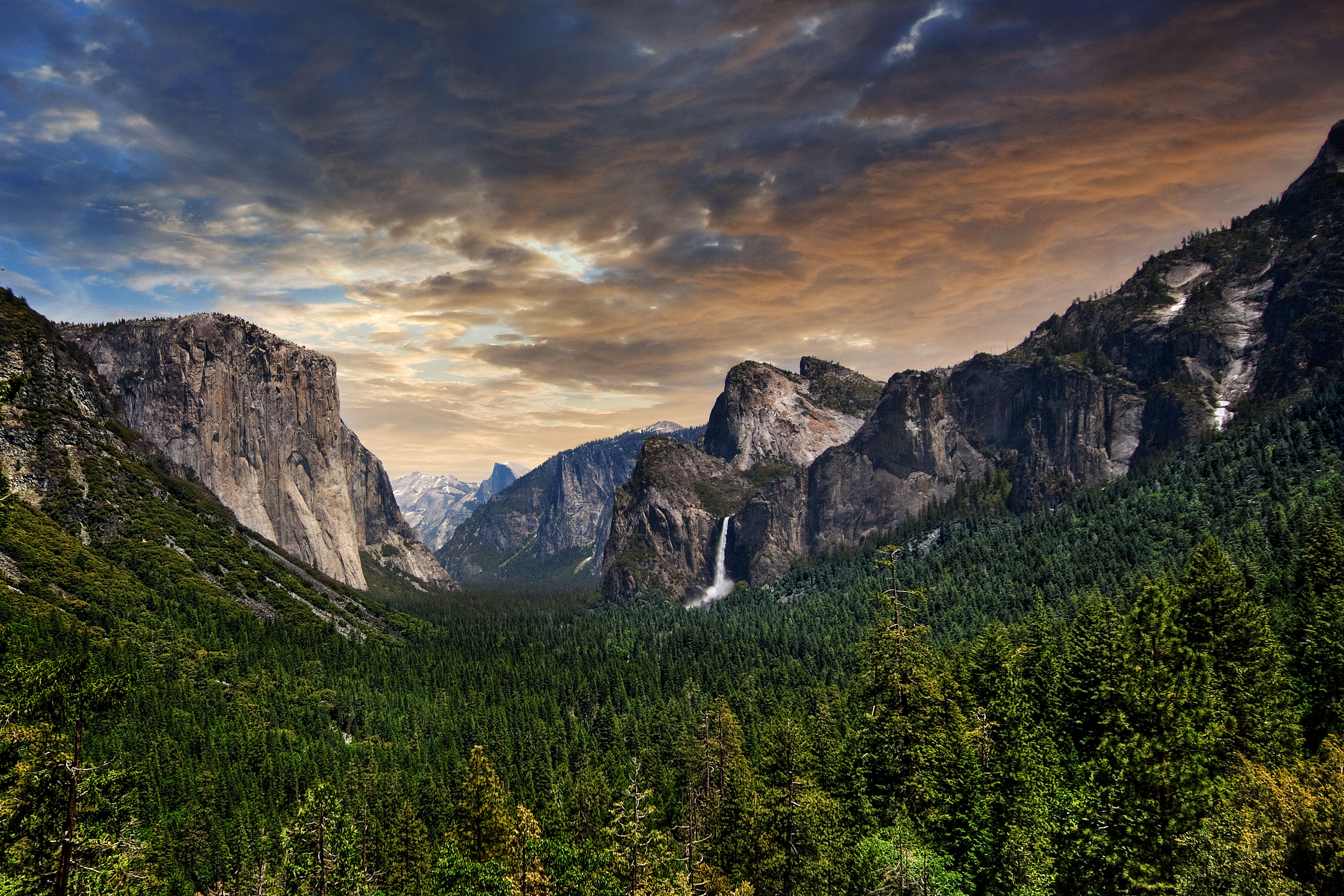 Yosemite Valley Hiking Tips And Tricks Found The World Yosemite National Park Yosemite Photos Yosemite