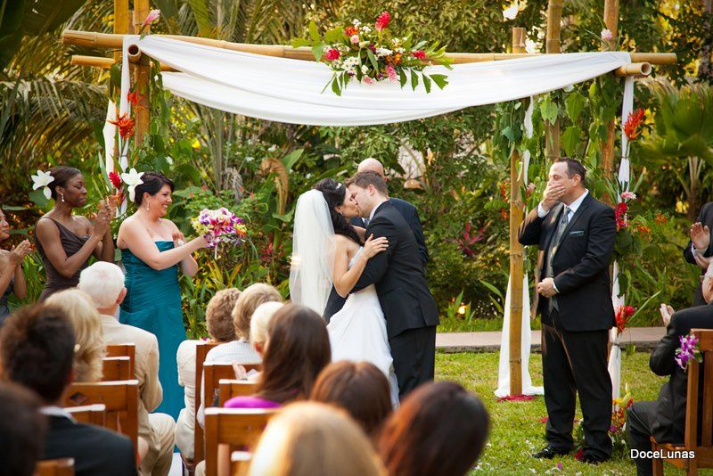 Spartacus Vengeance Star Katrina Law Got Married In At Docelunas Costa Rica You Can Afford To Get Ma Costa Rica Wedding Wedding Costs Wedding Packages Prices