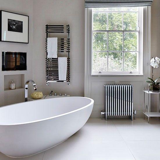 Elegantes Badezimmer mit freistehender Badewanne Wohnideen ...