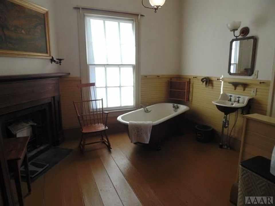 Greek Revival Murfreesboro Nc 189 000 Bathroom Inspiration