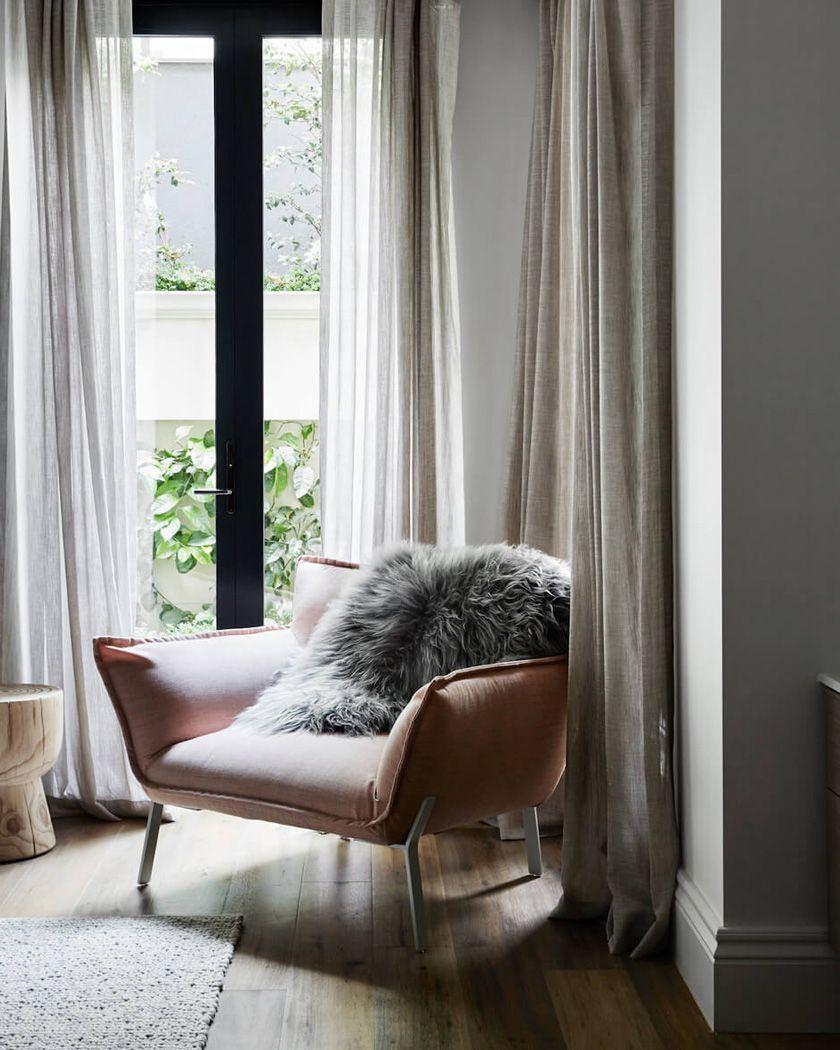Comment Habiller Un Velux Avec Des Rideaux comment habiller ses fenêtres avec style ?   salon maison