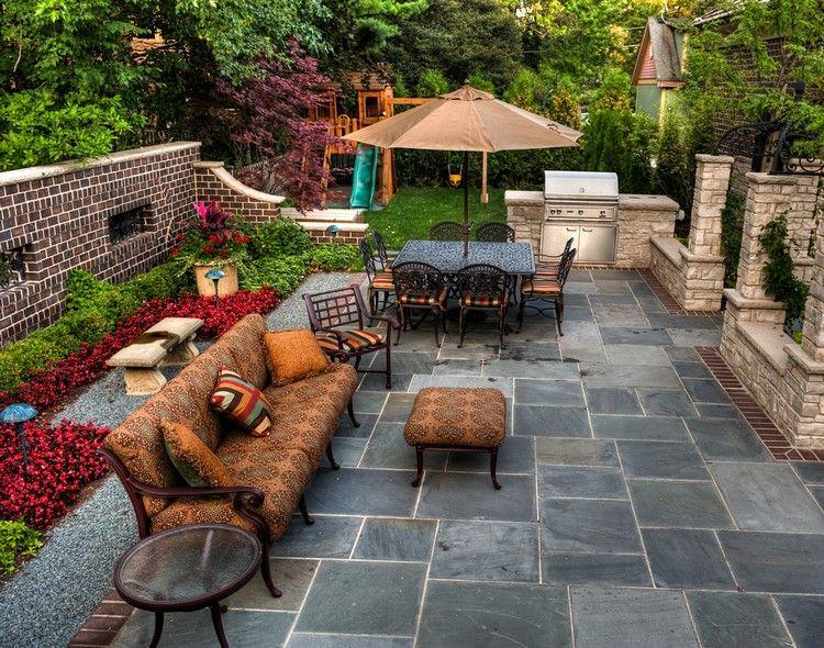 aménagement jardin extérieur - sol en dalles de pierre grise ...